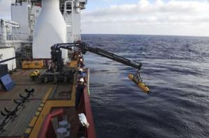 Operators prepare to deploy sonar in search for Malaysian Airliner in the Indian Ocean