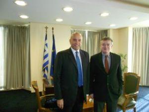 Ο δικηγόρος κ. Ιωάννης Τριπιδάκης, με τον υφυπουργό Εξωτερικών, αρμόδιο για τον Απόδημο Ελληνισμό, κ. Άκη Γεροντόπουλο