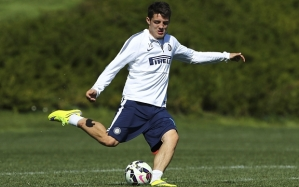 COMO, ITALY - APRIL 07:  Mateo Kovacic of FC Internazionale Milano kicks a ball during FC Internazionale training session at the club's training ground on April 7, 2015 in Appiano Gentile Como, Italy.  (Photo by Marco Luzzani/Getty Images)