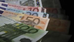 Euro banknotes are seen in this picture illustration taken in Prague January 21, 2013. REUTERS/David W Cerny