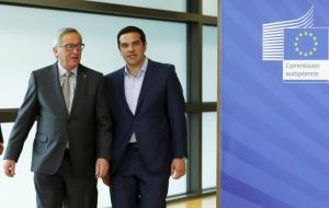 Greek Prime Minister Alexis Tsipras walks with European Commission President Jean-Claude Juncker (L) ahead of a meeting at the EU Commission headquarters in Brussels, Belgium, June 3, 2015.   REUTERS/Francois Lenoir