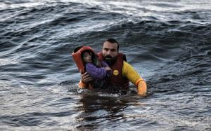 refugee_father_waves-thumb-large